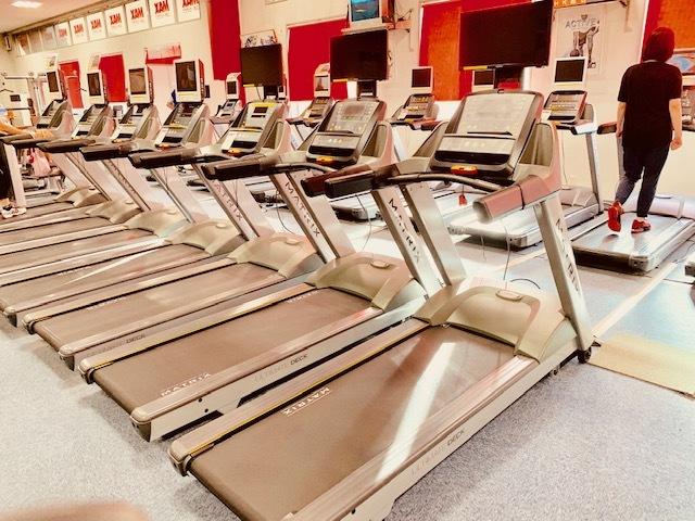 MAXスポーツクラブ、ランニングマシン。
