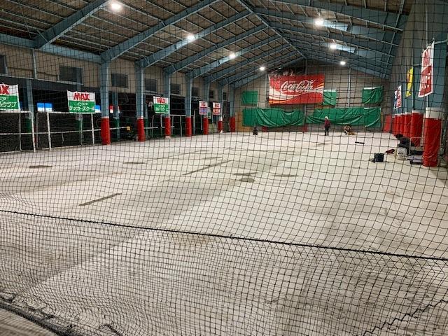 長野市インドアテニススクール、人工芝張替え。