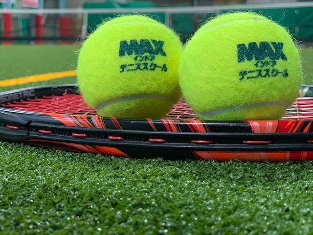 合宿免許とテニスコート。