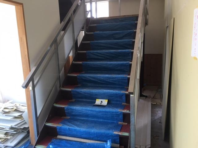 ゲストハウスの階段。