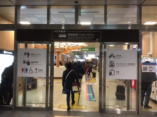 バスタ新宿、入口。