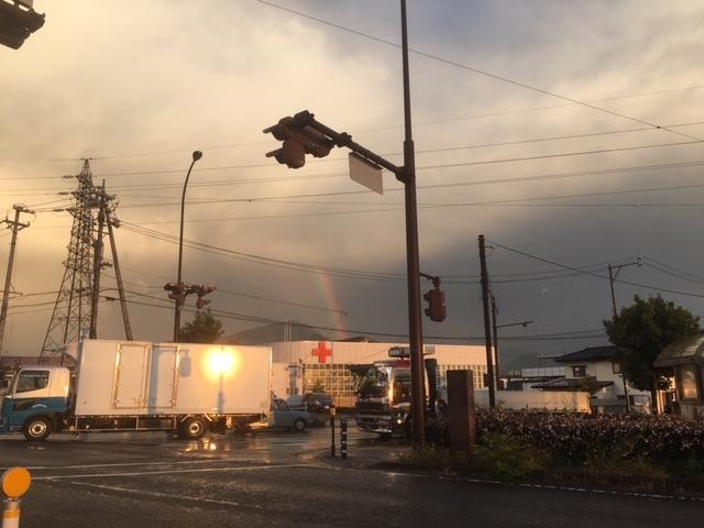 突然の雨の後、虹がきれいです。