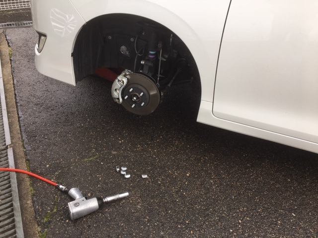 冬用タイヤ交換、スタッドレスタイヤ。